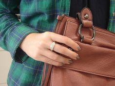 Combinação perfeita de anel cartier sete fios da Prata Fina com look mais descolado.