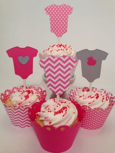 anregungen babyparty cupcakes toppers papier strampelhose