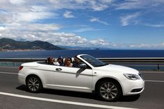 The new Lancia Flavia is the quintessence of open-air driving pleasure with its four real seats, ideal for a customer who wants the advantages of a coupé without sacrificing the unique sensations that only a convertible has to offer.