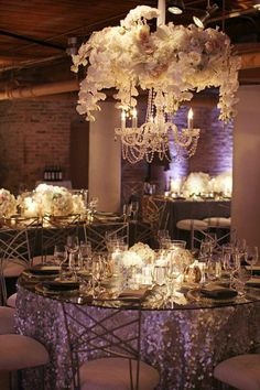 Luxury Chicago Wedding From Big City Bride at River East Art Center - MODwedding