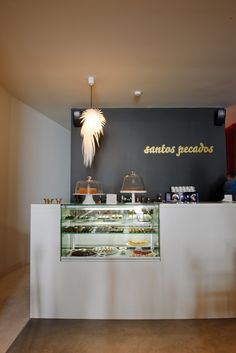 Patisserie Cold Display PURE by JIMO Decoration Restaurant, Restaurant Ideas, Restaurant Interior Design, Cafe Restaurant, Counter Display, Bar Counter, Shop Counter Design, Takeaway Shop, Takeout Restaurant