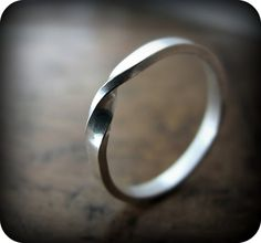 Moebius ring  recycled sterling silver ring por junedesigns en Etsy, $32.00