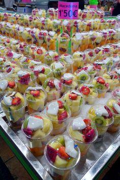 La Boqueria, Barcelona Fruit Recipes, Smoothie Recipes, Sandwich Buffet, Mexican Snacks, Salads To Go, Cute Snacks, Fruit Shop, Fruit Cups, Food Packaging Design