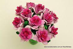 Un precioso ramo de flores hecho con hueveras de cartón