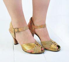 Amazing shoes! Toooo tiny though | Aurelia Shoes / Vintage 1940s Heels Gold Metallic by NovaVintage