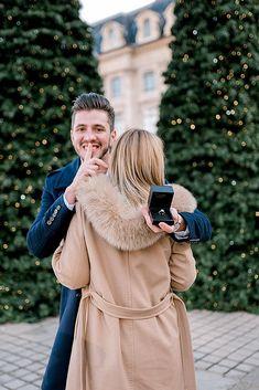 18 Best Romantic Proposals That Inspire You - Proposal pictures - Surprise Proposal Pictures, Surprise Engagement Photos, Suprise Proposal, Engagement Announcement Photos, Unique Engagement Photos, Proposal Photos, Engagement Photo Poses, Engagement Couple, Proposal Ideas