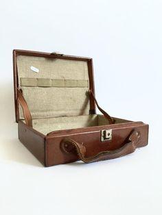 Leather suitcase, filling made of jute, 40s.  #leather #suitcase #jute #40s #design #decor #vintage #antiquities #antiques #oldstuff #antiqueshop #oldshop #starysklep #oldshopstarysklep #krakow #kraków #cracow
