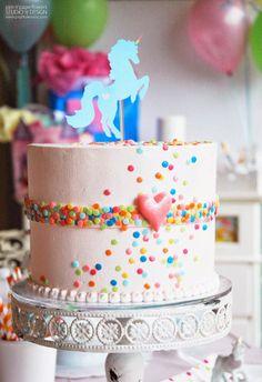 Pen N' Paper Flowers: Rainbow Unicorn Birthday Party Rainbow Unicorn Party, Rainbow Birthday Party, Unicorn Birthday Parties, Birthday Fun, First Birthday Parties, First Birthdays, Cake Birthday, Birthday Ideas, Pyjamas Party