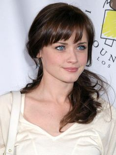 Gorgeous Celebrity Alexis Bledel Photos stars-now-and-then Alexis Bledel, Rory Gilmore, Gilmore Girls, Beautiful Young Lady, Beautiful People, Beautiful Women, Perfect Bangs, Medium Hair Styles, Long Hair Styles