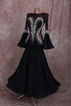 Ballroom Dancing, Ballroom Dress, Latin Dance Dresses, Dance Outfits, Dance Costumes, Belly Dance, Dress Ideas, Latina, Ball Gowns