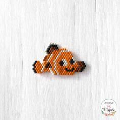 43 G n Day 43 Nemo pbal knemo desen pattern by florette ellebe Beaded Earrings Patterns, Seed Bead Patterns, Beading Patterns, Beaded Brooch, Bead Earrings, Disney Stich, Peyote Beading, Seed Bead Jewelry, Seed Beads