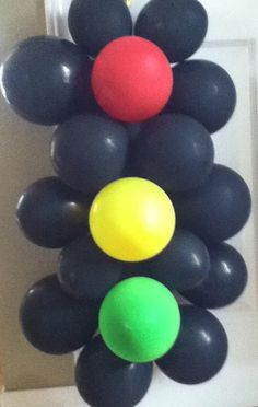 Cars themed bday party - traffic lights made with balloons