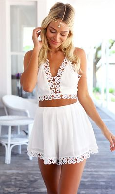 Tauch aushöhlen Neckholder Top & Mini Shorts Co-ord - Fashion - Shorts Backless Halter Top, Halter Tops, Lace Crop Tops, Halter Neck, Mini Shorts, Loose Shorts, Fashion Wear, Look Fashion, White Jumpsuits And Rompers