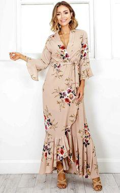 Bohemian Chic Fashion, Tribal Fashion, Boho Chic, Boho Style, Abaya Fashion, Fashion Dresses, Simple Dresses, Summer Dresses, Party Gowns