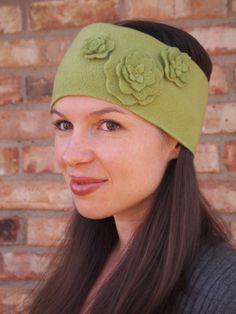 Flowery Fleece Headband- great DIY gift idea from Cheap Crafty Mama!
