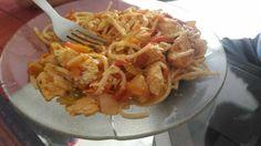 Vermicelli con pollo y verduras