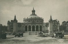 Su construcción fue iniciada a principios de 1727, junto con el Teatro Lope de Vega anexo, formaban el Pabellón de la Ciudad de Sevilla para la Exposición Iberoamericana celebrada en 1929.   https://es.foursquare.com/item/543afad711d24cd01f291d03