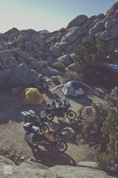 themightymotor: Camp. Article : http://themightymotor.com/blogs/places/11510597-a-mojave-solstice