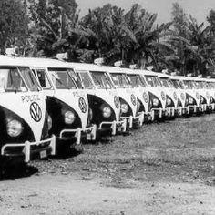 Vw brazil police Police Vehicles, Police Cars, Volkswagen Bus, Vw T1, Combi Vw, Bus Life, Vw Vans, Bus Camper, Vintage Vans