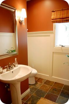 banheiro simples decorado com cor de parede terracota Burnt Orange Bathrooms, Orange Bathroom Decor, Bathroom Paint Colors, Yellow Bathrooms, Bath Paint, Red Paint Colors, Favorite Paint Colors, Wall Colors, Colores Paredes