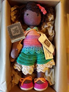 NOA...Berta A. Vergara Santos/katxirula.blogspot.com. Crochet Doll Pattern, Crochet Dolls, Doll Toys, Baby Dolls, Lilly Doll, Sewing Toys, Amigurumi Doll, Crochet Crafts, Doll Patterns