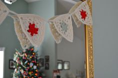 crocheted Christmas pennant by seams of life, via Flickr