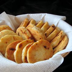 caiet cu retete: Doua feluri de biscuiti sarati (unii de dieta, altii nu) Snack Recipes, Cooking Recipes, Healthy Recipes, Snacks, Healthy Food, Cooking App, Good Food, Yummy Food, Bread And Pastries