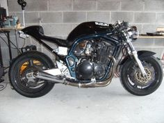 Could my 1200 Bandit Turn into this? Street Fighter Motorcycle, Cafe Racer Motorcycle, Triumph Triple, 1200 Custom, Cafe Racer Style, Café Racers, Vw Cars, Sport Bikes, Custom Bikes