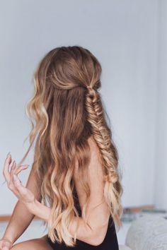 Fishtail braid with wavy hair braids geflochtene frisuren, frisuren, frisuren lang Pretty Hairstyles, Braided Hairstyles, Bohemian Hairstyles, Formal Hairstyles, Braided Updo, Hairstyle Ideas, Wedding Hairstyles, Hairstyle Men, Funky Hairstyles