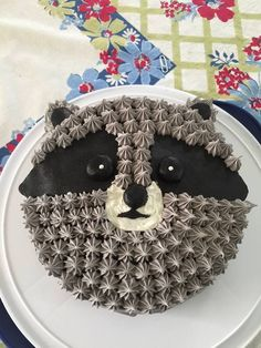 Kuchen // Geburtstag / Kinder / Waschbär Cake // Birthday / Kids / Raccoon Cake // Birthday / Kids / Raccoon The post cake // Birthday / Kids / Raccoon appeared first on cake recipes. Fancy Cakes, Cute Cakes, Pretty Cakes, Food Cakes, Cupcake Cakes, Beaux Desserts, Bolo Cake, Animal Cakes, Birthday Cake Smash