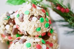 Christmas baking doesn't have to be about high fat sugar cookies and chocolate desserts. Try these sweet and healthy energy balls, made with 4 ingredients!