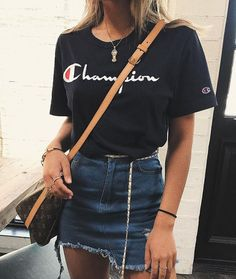 Simple but flirty outfits for a movie date Simple but flirty outfits for a movie date For other mode Old Skool Outfits, School Outfits, Teenage Outfits, Cute Summer Outfits, Cute Outfits, Movie Outfits, Outfits For The Movies, Denim Skirt Outfit Summer, Denim Skirt Outfits