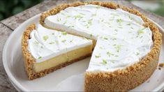 Γλυκάρα! Λεμονογλυκό Όνειρο (Τάρτα Λεμονιού) Η συνταγή είναι από το κανάλι Pastry Designs Υλικά -170 γρ. μπισκότα πτι-μπερ, αλεσμένα στο multi -40 γρ. ζάχαρη -100 γρ. βούτυρο, λιωμένο -3 κρόκοι αυγού -1 κ.γ. ξύσμα λεμονιού -400 γρ. ζαχαρούχο γάλα -150 γρ. χυμός λεμονιού -100 γρ. Greek Desserts, Lemon Desserts, Party Desserts, Dessert Recipes, Mousse, Salted Caramel Fudge, Salted Caramels, Best Pie, Oreo Cake