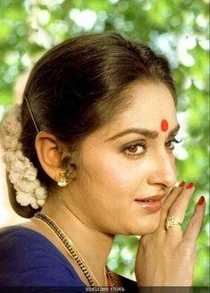 nice sharp fetures of . Beautiful Girl Indian, Most Beautiful Indian Actress, Beautiful Saree, Beautiful Bollywood Actress, Beautiful Actresses, Pretty Nose, Bali Girls, Actress Anushka, Vintage Bollywood