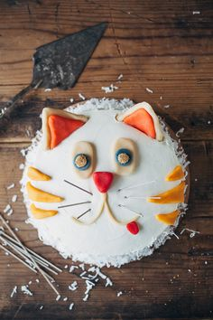 cat cake | molly yeh for betty crocker Cute Food, Funny Food, Food Humor, Creative Cakes, Cat Cakes, Cupcake Cakes, Kitty Cake, Cat Pin, Cassie