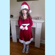 Please send this little girl some cards to fill her aunts tree. She lost her mom, dad, brother, and sister. If you can you can put some money in for her collage savings. Also pray for Safyre Terry
