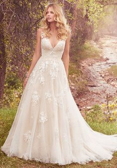 Tendance Robe du mariage 2017/2018 Vintage-inspired ball gown with lace | Meryl by Maggie Sottero | trib.al/oDnP5