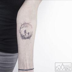 Tras 7 años haciendo caricaturas para una revista de Estambul, su esposa le regaló en 2013 un equipo de tatuar, lo que causó cierto cambio en su visión creativa...
