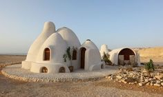 This Cob House: Cob House & Natural Building Designs - decoratoo Natural Building, Green Building, Building A House, Organic Architecture, Amazing Architecture, Contemporary Architecture, Residential Architecture, Architecture Design, Earth Bag Homes