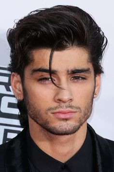 I WANT TO STRANGLE MYSELF WITH THAT LOOSE PIECE OF ZAYNS HAIR