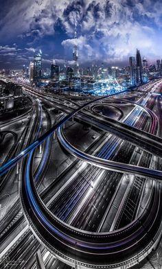 Dubai es la ciudad más poblada de los Emiratos Árabes Unidos. Se encuentra en la costa sureste del Golfo Pérsico y es uno de los siete emiratos que conforman el país. Abu Dhabi y Dubai son los únicos dos emiratos para tener poder de veto sobre los asuntos críticos de importancia nacional en la legislatura del país. La ciudad de Dubai está situado en la costa norte del emirato y dirige el Dubai-Sharjah-Ajma