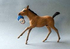 Elizabeth McInnis miniature animal sculptures for animal fanciers and dollhouse collectors. Horse Sculpture, Animal Sculptures, Soft Sculpture, Barn Animals, Forest Animals, Felt Diy, Felt Crafts, Needle Felted Animals, Needle Felting