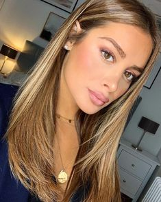 10 Biggest Spring/Summer 2020 Hair Color Trends You'll See E.- 10 Biggest Spring/Summer 2020 Hair Color Trends You'll See Everywhere Blonde Hair Looks, Brown Blonde Hair, Light Brown Hair, Light Hair, Brunette Hair, Light Caramel Hair, Hair Color Caramel, Blonde Hair With Highlights, Balayage Hair Blonde