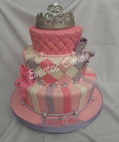 Torta corona de princesas by Eventos Candy, via Flickr