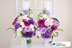 lumanari cununie nunta mov lila si alb cu frezie si dantela alba Bridal Wedding Dresses, Purple Wedding, Floral Wedding, Wedding Bouquets, Our Wedding, Wedding Flowers, Dream Wedding, Diy Wedding Decorations, Flower Art