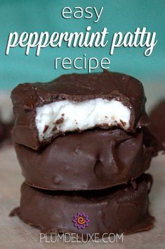If youve ever been interested in making your own candies this easy peppermint patty recipe is a great place to start. - Candy - Ideas of Candy Chocolate Candy Recipes, Fudge Recipes, Dessert Recipes, Chocolate Candies, Easy Peppermint Patty Recipe, Peppermint Candy, Homemade Peppermint Patties, Just Desserts, Delicious Desserts