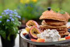 Apple Protein Pancakes: Find the Recipe here / Finde das Rezept unter: http://nutsandblueberries.com/proteinpancakes/