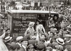 suffragettes vintage picture 1913