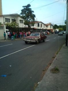 #30E 8:00 am Dos cuadras de cola (Farmatodo Pedro León Barquisimeto)  vía @SweetSourCcs