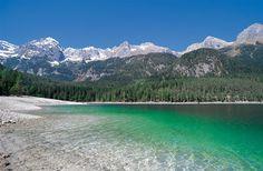 Il lago è uno dei gioielli naturalistici del Parco Naturale Adamello Brenta. Fantastico in ogni stagione, da non perdere in tardo autunno. Da vedere se sei in #valdinon #pinetahotels